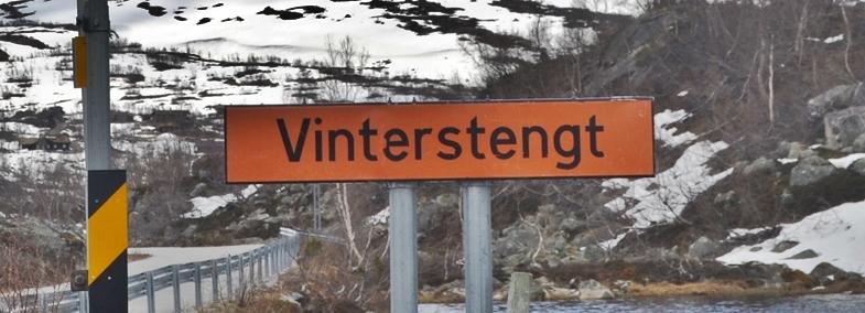 vinterstengt vegskilt